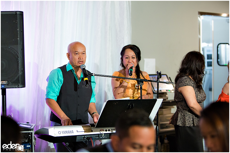 Keyboard player at San Diego wedding reception.