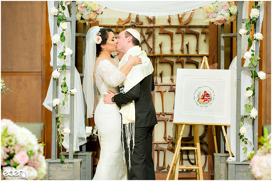 Ohr Shalom Synagogue wedding first kiss.